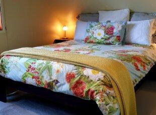 Queen bed in Loft studio