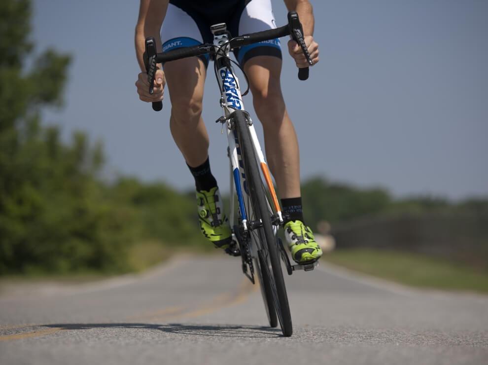 Activida de ciclismo con poco impacto, cardio perfecto para personas con sobrepeso